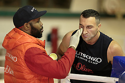 10.11.2015, Stanglwirt, Going, AUT, Wladimir Klitschko, Training, Kampfvorbereitung gegen Tyson Fury (GBR), im Bild v.l. Trainer Johnathon Banks, Wladimir Klitschko // Coach Johnathon Banks ( L ) Wladimir Klitschko ( R ) during a training session in front of his Fight against Tyson Fury (GBR) at the Stanglwirt in Going, Austria on 2015/11/10. EXPA Pictures © 2015, PhotoCredit: EXPA/ Johann Groder