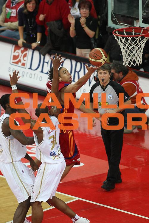 DESCRIZIONE : Pesaro Lega A1 2008-09 Scavolini Spar Pesaro Lottomatica Virtus Roma<br /> GIOCATORE : Ibrahim Jaaber<br /> SQUADRA : Lottomatica Virtus Roma <br /> EVENTO : Campionato Lega A1 2008-2009<br /> GARA : Scavolini Spar Pesaro Lottomatica Virtus Roma<br /> DATA : 23/11/2008<br /> CATEGORIA : Schiacciata<br /> SPORT : Pallacanestro<br /> AUTORE : Agenzia Ciamillo-Castoria/C.De Massis