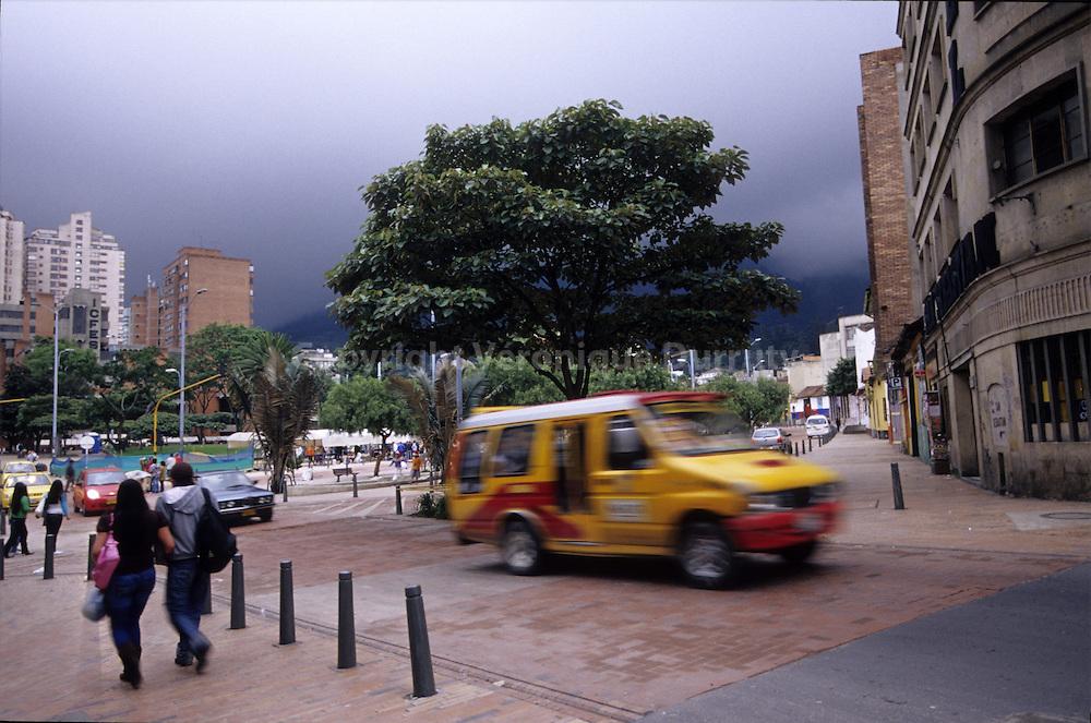 STREET SCENE, AVENIDA JIMENEZ, BOGOTA, COLOMBIA