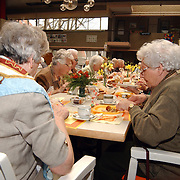 Paas broodmaaltijd ouderen bejaardentehuis de Wintertuin Weesp
