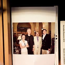 """Photo d'Emmanuel Hoog en compagnie de Bill Clinton. """"Comment gouverne... Emmanuel Hoog"""", president de l'Institut National de l'Audiovisuel (INA). Bry-Sur-Marne, France. 7 janvier 2010. Photo : Antoine Doyen pour Challenges. Tous droits reserves."""