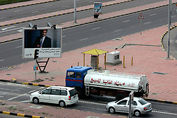 KUWAIT KUWAIT CITY SALMIYA 14MAR05 - Petrol tanker and cars wait at traffic junction at Salmiya...jre/Photo by Jiri Rezac..© Jiri Rezac 2005..Contact: +44 (0) 7050 110 417.Mobile:  +44 (0) 7801 337 683.Office:  +44 (0) 20 8968 9635..Email:   jiri@jirirezac.com.Web:     www.jirirezac.com..© All images Jiri Rezac 2005 - All rights reserved.