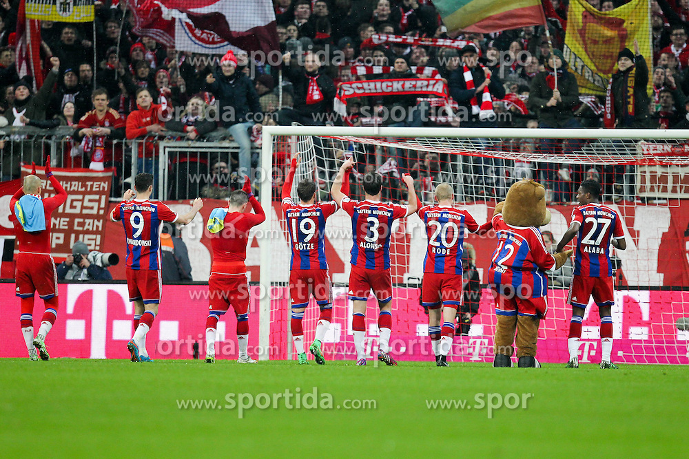 27.02.2015, Allianz Arena, Muenchen, GER, 1. FBL, FC Bayern Muenchen vs 1. FC K&ouml;ln, 23. Runde, im Bild l-r: Schlussjubel, Der Mannschaft FC Bayern // during the German Bundesliga 23rd round match between FC Bayern Munich and 1. FC K&ouml;ln at the Allianz Arena in Muenchen, Germany on 2015/02/27. EXPA Pictures &copy; 2015, PhotoCredit: EXPA/ Eibner-Pressefoto/ EXPA/ Kolbert<br /> <br /> *****ATTENTION - OUT of GER*****
