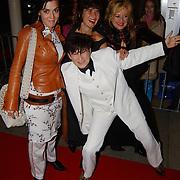 Premiere Mans Genoeg, Utrecht Filmfestival 2004, frederique Spigt en deel zangeressen Girls Wanna have Fun