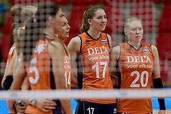 28-09-2014 ITA: World Championship Volleyball Mexico - Nederland, Verona<br /> Nederland wint met 3-0 van Mexico / Laura Dijkema, Carlijn Jans, Quirine Oosterveld