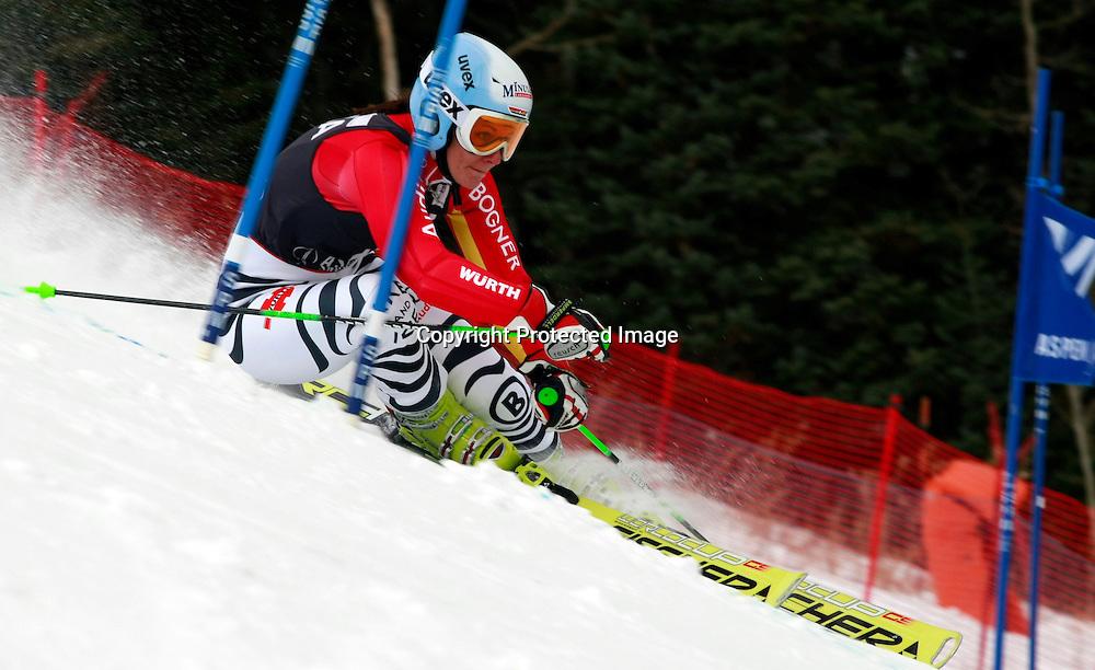 Kathrin Hoelzl, Germania in azione nello slalom gigante,  Aspen, Colorado, Venerdi 27 Novembre, 2009. (Pentaphoto/Alessandro Trovati)