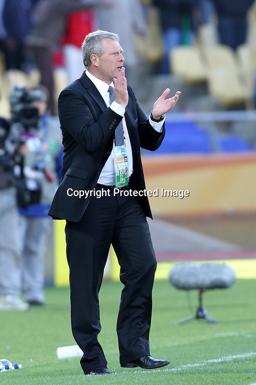 Ricki Herbert motivates his team during the the FIFA World Cup 2010 match between New Zealand and Slovakia at The Royal Bafokeng stadium in Rustenburg, South Africa on the 15th June 2010<br /> <br /> <br /> Photo by Ron Gaunt/Sportzpics/PHOTOSPORT