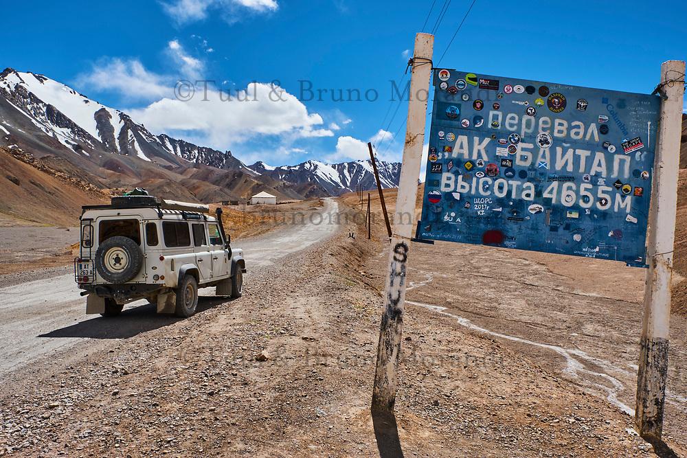 Tadjikistan, Asie centrale, Gorno Badakhshan, Haut Badakhshan, le Pamir, la Haute Route du Pamir, le col de Ak Baital à 4655m, point culminant de la route // Tajikistan, Central Asia, Gorno Badakhshan, the Pamir, Wakhan valley, the Pamir highway, the highest pass Ak Baital 4655m