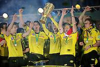 FUSSBALL      DFB POKAL FINALE       SAISON 2011/2012 Borussia Dortmund - FC Bayern Muenchen   12.05.2012 Robert Lewandowski, Sebastian Kehl, Moritz Leitner, Jakub Blaszczykowski (geannt KUBA) und Kevin Grosskreutz (v.l., alle Borussia Dortmund) jubeln mit dem Pokal