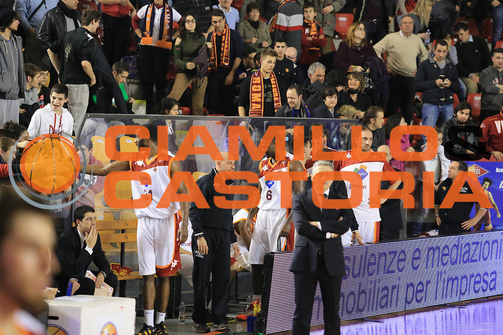 DESCRIZIONE : Roma Lega A 2012-13 Acea Roma Vanoli Cremona<br /> GIOCATORE : Gani Lawal<br /> CATEGORIA : esultanza tifosi <br /> SQUADRA : Acea Roma<br /> EVENTO : Campionato Lega A 2012-2013 <br /> GARA :  Acea Roma Vanoli Cremona<br /> DATA : 03/03/2013<br /> SPORT : Pallacanestro <br /> AUTORE : Agenzia Ciamillo-Castoria/M.Simoni<br /> Galleria : Lega Basket A 2012-2013  <br /> Fotonotizia : Roma Lega A 2012-13 Acea Roma Vanoli Cremona<br /> Predefinita :
