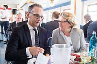 05 JUN 2018, BERLIN/GERMANY:<br /> Heiko Maas (L), SPD, Bundesaussenminister, und Svenja Schulze (R), SPD, Bundesumweltministerin, im Gespraech, Spargelfahrt des Seeheimer Kreises der SPD, Anleger Wannsee<br /> IMAGE: 20180605-01-087
