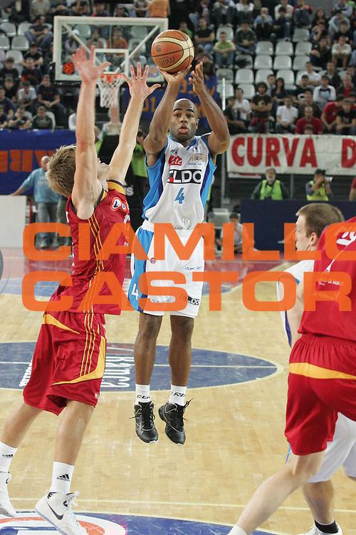 DESCRIZIONE : Roma Lega A1 2007-08 Lottomatica Virtus Roma Eldo Napoli <br /> GIOCATORE : Chris Monroe <br /> SQUADRA : Eldo Napoli<br /> EVENTO : Campionato Lega A1 2007-2008<br /> GARA : Lottomatica Virtus Roma Eldo Napoli <br /> DATA : 11/10/2007 <br /> CATEGORIA : Tiro<br /> SPORT : Pallacanestro <br /> AUTORE : Agenzia Ciamillo-Castoria/A.De Lise