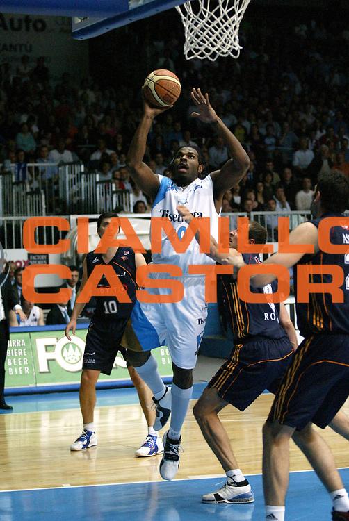DESCRIZIONE : Cantu Lega A1 2006-07 Tisettanta Cantu Lottomatica Virtus Roma<br /> GIOCATORE : Williams<br /> SQUADRA : Tisettanta Cantu<br /> EVENTO : Campionato Lega A1 2006-2007 <br /> GARA : Tisettanta Cantu Lottomatica Virtus Roma<br /> DATA : 19/04/2007 <br /> CATEGORIA : Tiro<br /> SPORT : Pallacanestro <br /> AUTORE : Agenzia Ciamillo-Castoria/G.Cottini<br /> Galleria : Lega Basket A1 2006-2007 <br /> Fotonotizia : Cantu Campionato Italiano Lega A1 2006-2007 Tisettanta Cantu Lottomatica Virtus Roma<br /> Predefinita :