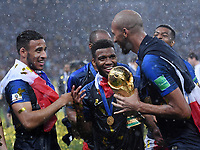 FUSSBALL  WM 2018  FINALE  ------- Frankreich - Kroatien    15.07.2018 JUBEL Weltmeister Frankreich; Corentin Tolisso, Thomas Lemar und Steven N Zonzi (v.li.) mit dem WM Pokal