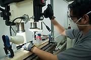 Visita al taller del maestro Cruz Diez en Panama.©Victoria Murillo/Istmophoto.com
