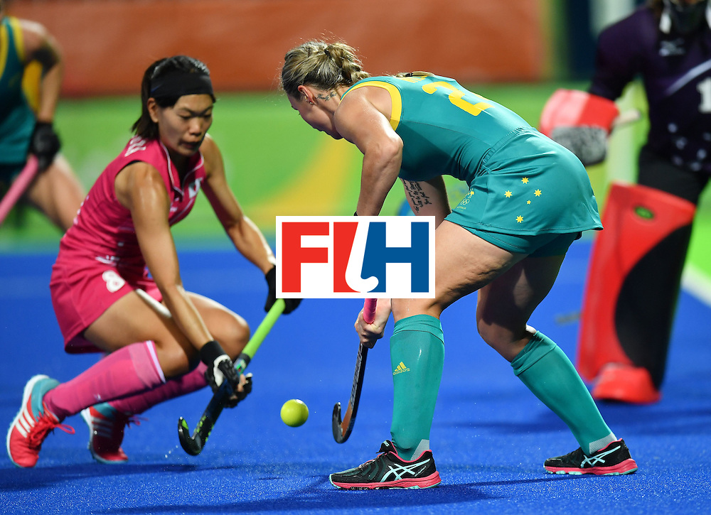 Australia's Mariah Williams (C) trys to score past Japan's Ayaka Nishimura during the women's field hockey Australia vs Japan match of the Rio 2016 Olympics Games at the Olympic Hockey Centre in Rio de Janeiro on August, 13 2016. / AFP / MANAN VATSYAYANA        (Photo credit should read MANAN VATSYAYANA/AFP/Getty Images)