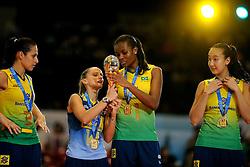 23-08-2009 VOLLEYBAL: WGP FINALS CEREMONY: TOKYO <br /> Brazilie met oa. Danielle Lins, Fabiana de Oliveira, Fabiana Claudino<br />  en Ana Tiemi Takagui  wint de World Grand Prix 2009<br /> ©2009-WWW.FOTOHOOGENDOORN.NL