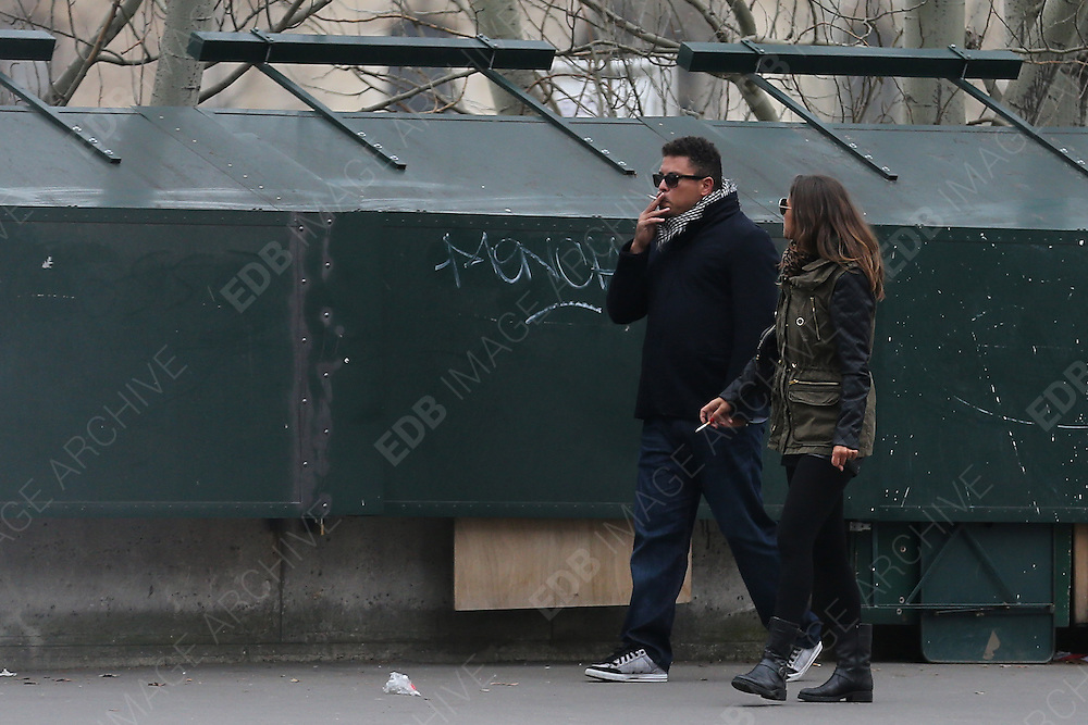 28.FEBRUARY.2013. PARIS<br /> <br /> NO WEB *** <br /> RONALDO AND HIS NEW GIRLFRIEND, PAULA, ARE SPOTTED SHOPPING AND FIXING A LOVE LOCK AT PONT DES ARTS IN PARIS<br /> <br /> BYLINE: EDBIMAGEARCHIVE.CO.UK<br /> <br /> *THIS IMAGE IS STRICTLY FOR UK NEWSPAPERS AND MAGAZINES ONLY*<br /> *FOR WORLD WIDE SALES AND WEB USE PLEASE CONTACT EDBIMAGEARCHIVE - 0208 954 5968*