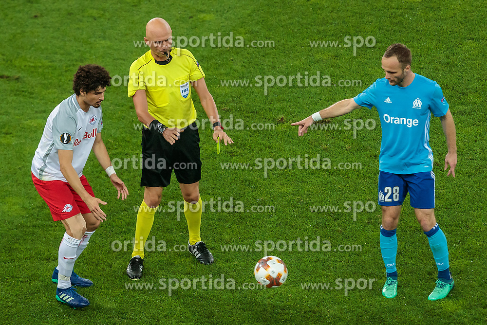 03.05.2018, Red Bull Arena, Salzburg, AUT, UEFA EL, FC Salzburg vs Olympique Marseille, Halbfinale, Rueckspiel, im Bild Andre Ramalho (FC Salzburg), Referee Sergei Karasev (RUS), Valere Germain (Olympique Marseille) // during the UEFA Europa League Semifinal, 2nd Leg Match between FC Salzburg and Olympique Marseille at the Red Bull Arena in Salzburg, Austria on 2018/05/03. EXPA Pictures © 2018, PhotoCredit: EXPA/ JFK