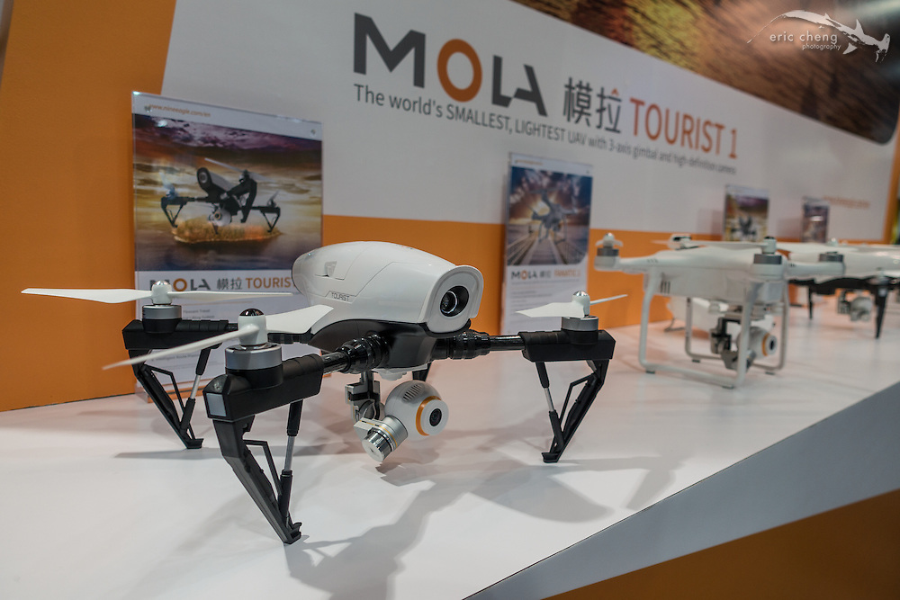 A Parrot Bebop mated with a DJI Inspire 1 and a Phantom, and gave birth to the Mola Tourist. I am so confused. CES 2016, Las Vegas.