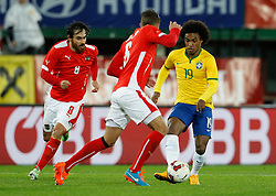 18.11.2014, Ernst Happel Stadion, Wien, AUT, Freundschaftsspiel, Oesterreich vs Brasilien, im Bild von links: Veli Kavlak (AUT), Stefan Ilsanker (AUT) und Willian (BRA) // during the friendly match between Austria and Brasil at the Ernst Happel Stadion, Vienna, Austria on 2014/11/18, EXPA Pictures © 2014, PhotoCredit: EXPA/ Erwin Scheriau