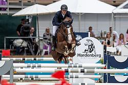 TWOMEY Billy (IRL), Chat Botte E.D<br /> Nörten-Hardenberg - Burgturnier 2018<br /> Preis der Hardenberg Distillery & des Glaswerkes Ernstthal<br /> Großer Preis um die Goldene Peitsche<br /> Internationale Springprüfung mit Stechen (1,60 m)<br /> Übergabe eines Mitsubishi Siegerfahrzeugs durch MITSUBISHI MOTORS in Deutschland<br /> 19. Mai 2019<br /> © www.sportfotos-lafrentz.de/Stefan Lafrentz