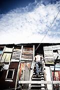 Un uomo rientra nella sua casa all'interno di un convettillo nel quartiere de La Boca a Buenos Aires, 4 marzo 2011.<br /> Foto Christian Mantuano / OneShot