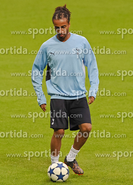13.09.2010, Weserstadion, Bremen, GER, UEFA CL, Training Tottenham Hotspur, im Bild Benoit Assou-Ekotto (Tottenham #32)  EXPA Pictures © 2010, PhotoCredit: EXPA/ nph/  Frisch+++++ ATTENTION - OUT OF GER +++++ / SPORTIDA PHOTO AGENCY