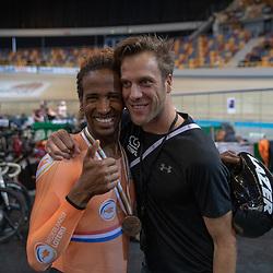 16-03-2019: Wielrennen: WK Paracycling baan; Apeldoorn<br />Daniel Gebru en coach Floris Goesinnen
