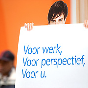 Nederland Rotterdam 26-03-2009 20090326 Foto: David Rozing ..Serie UWV, bord voor werk, voor perspectief, voor u.  lokatie Schiekade centrum Rotterdam, de vroegere arbeidsbureaus ( CWI UWV ) De werkloosheid in Nederland begint op te lopen. Dat blijkt uit de jongste cijfers die het Centraal Bureau voor de Statistiek (CBS) de oorzaak is de krediet crisis Holland, The Netherlands, dutch, Pays Bas, Europe  , allochtoon, allochtone, man, allochtonen, , economische, financien, financiele, krimp, krimpen, nederlandse, economy ..Foto: David Rozing