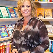 NLD/Amsterdam/20160529 , Boekpresentatie Het Groot Nederlands Knuffelboek van Gallyon van Vessem, Selma van Dijk