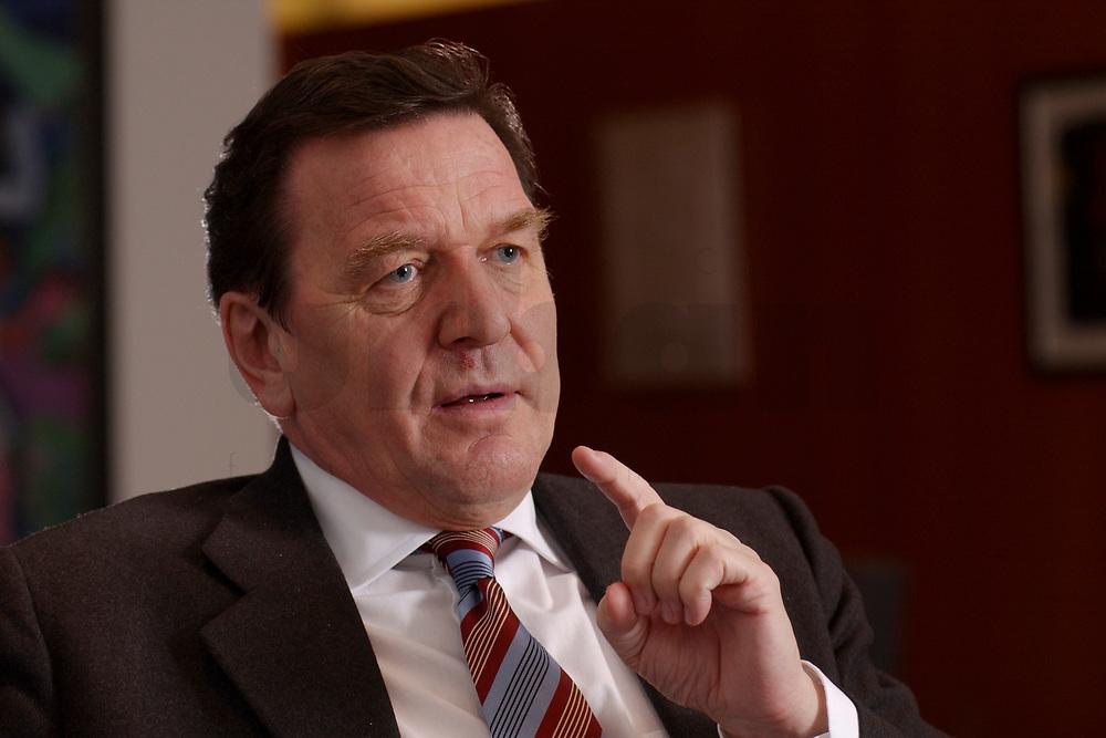 09 JAN 2002, BERLIN/GERMANY:<br /> Gerhard Schroeder, SPD, Bundeskanzler, waehrend einem Interiew, in seinem Buero, Bundeskanzleramt<br /> Gerhard Schroeder, SPD, Federal Chancellor of Germany, during an interview, in his office<br /> IMAGE: 20020109-02-002<br /> KEYWORDS: Gerhard Schröder