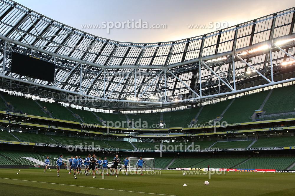 07.10.2015, Avia Stadium, Dublin, IRL, UEFA Euro Qualifikation, Training Deutschland, Irland vs Deutschland, im Bild Mannschaft beim Aufwaermen // during a Trainingssession of German National Football Team before the away Match against Ireland at the Avia Stadium in Dublin, Ireland on 2015/10/07. EXPA Pictures &copy; 2015, PhotoCredit: EXPA/ Eibner-Pressefoto/ Schueler<br /> <br /> *****ATTENTION - OUT of GER*****