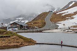 THEMENBILD - Touristen überqueren auf einem Steg die Fuscher Lacke. Die Grossglockner Hochalpenstrasse verbindet die beiden Bundeslaender Salzburg und Kaernten mit einer Laenge von 48 Kilometer und ist als Erlebnisstrasse vorrangig von touristischer Bedeutung, aufgenommen am 5. Juni 2017, Fusch a. d. Glocknerstrasse, Oesterreich // Tourists cross on a footbridge the Fuscher Lacke. The Grossglockner High Alpine Road connects the two provinces of Salzburg and Carinthia with a length of 48 km and is as an adventure road priority of tourist interest at Fusch a. d. Glocknerstrasse, Austria on 2017/06/05. EXPA Pictures © 2017, PhotoCredit: EXPA/ JFK