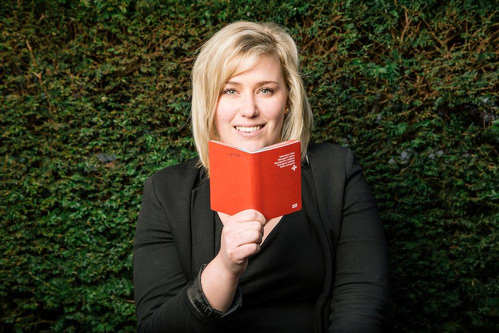 Charlotte Dols, citoyenne belge fraîchement naturalisée. Genève, le 13 mars 2015. © Niels Ackermann / Lundi13