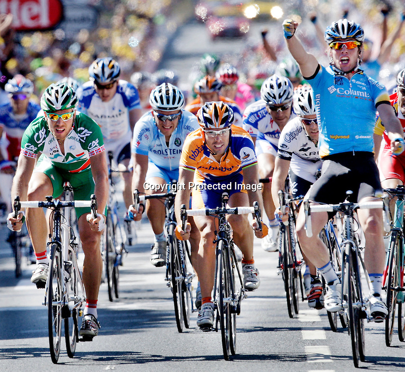 Chateauroux, Frankrike, 20080709:  Thor Hushovd t.v. spurter inn til fjerde plass og grønn trøye på den 5. etappen i Tour de France.  Mark Cavensish ..Foto: Daniel Sannum Lauten/Dagbladet