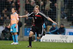MARSEILLE, FRANCE - Tuesday, December 11, 2007: Liverpool's Dirk Kuyt celebrates scoring the third goal against Olympique de Marseille during the final UEFA Champions League Group A match at the Stade Velodrome. (Photo by David Rawcliffe/Propaganda)