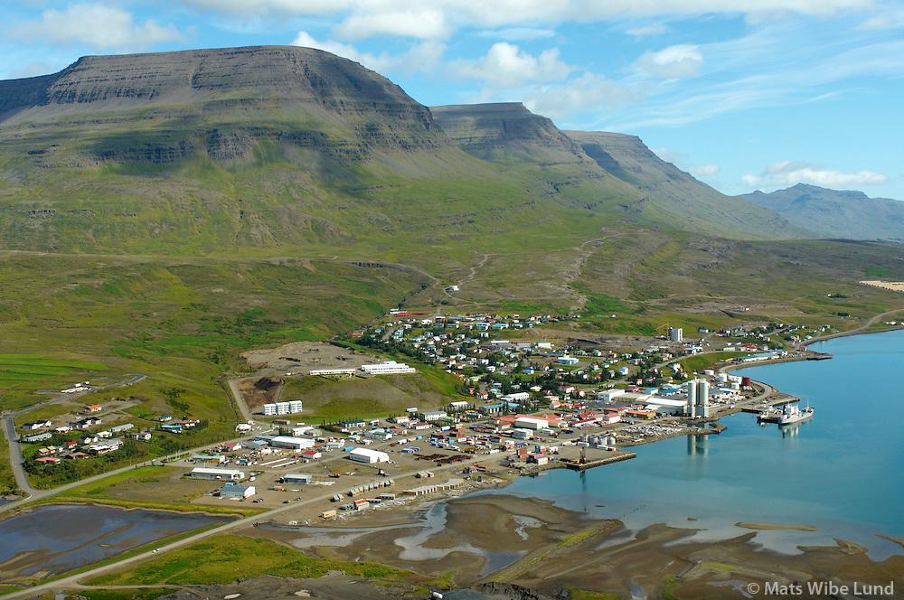 Reyðarfjörður til norðausturs, Fjarðabyggð / Reydarfjordur viewing northeast, Fjardabyggd.