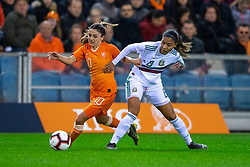 05-04-2019 NED: Netherlands - Mexico, Arnhem<br /> Friendly match in GelreDome Arnhem. Netherlands win 2-0 / Danielle van de Donk #10 of The Netherlands, Nancy Antonio #8 of Mexico