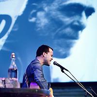 Nederland, Amsterdam , 8 maart 2014.<br /> harles Bukowski-party ter ere van de Amerikaanse auteur Charles Bukowski, die 9 maart 1994 - twintig jaar geleden-overleed. Met documentaires en korte films, een diner met kip en appelmoes en performances van o.a. Hugo Borst, Simon de Waal, Janneke van der Horst, Khalid Boudou, Naima El Bezaz en nog veel meer.<br /> <br /> Op de foto: singer songwriter Case Mayfield.<br /> Foto:Jean-Pierre Jans