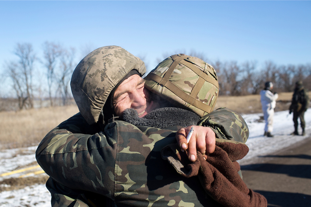 Soldiers embrace after being reunited at a crossroads on on a road about 35 kilometers from Debaltseve, Ukraine February 18, 2015. The soldiers had withdrawn from Debaltseve earlier in the day and were regrouping at a crossroads before heading towards Artemivsk.