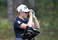 NUNSPEET  -  Britt op den Winkel  met rangefinder, , speler NGF Nationale selectie golf Nationale team,   COPYRIGHT KOEN SUYK