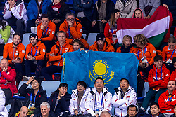 22-02-2018 KOR: Olympic Games day 13, PyeongChang<br /> Short Track Speedskating / Support publiek, Oranje, /Jorien Ter Mors, Charles van Commenee