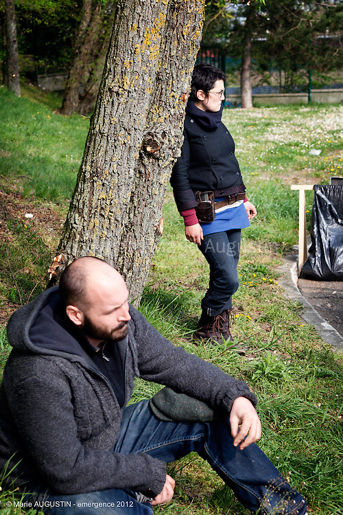 """Julien MASSE et Astrid TONNELIER, décoration - tournage scène libre """"Les Philosophes"""" de Guihem AMESLAND - emergence 2012"""
