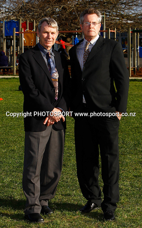 Sir Peter Snell (L) and Sir John Walker, KiwiSport government funding launch to announce direct funding for sport in schools. Bairds Mainfreight Primary School, Otara, Auckland. 11 August 2009. Photo: William Booth/PHOTOSPORT