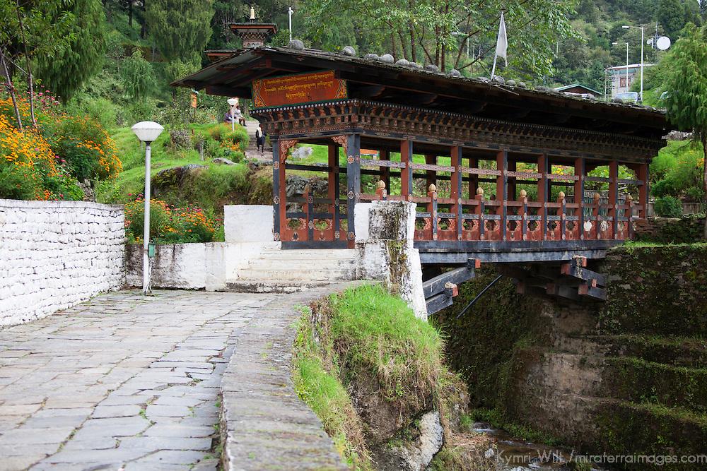 Asia, Bhutan, Trongsa. Trongsa Dzong bridge.