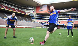 Cape Town-180419 WWE superstar Shaemus and Cesaro  visited the Stomers while they were having a training at Newlands Stadium.The entertainers are on a two day visit in the country and will be perfoming at Grand West.photograph:Phando Jikelo/African News Agency/ANA