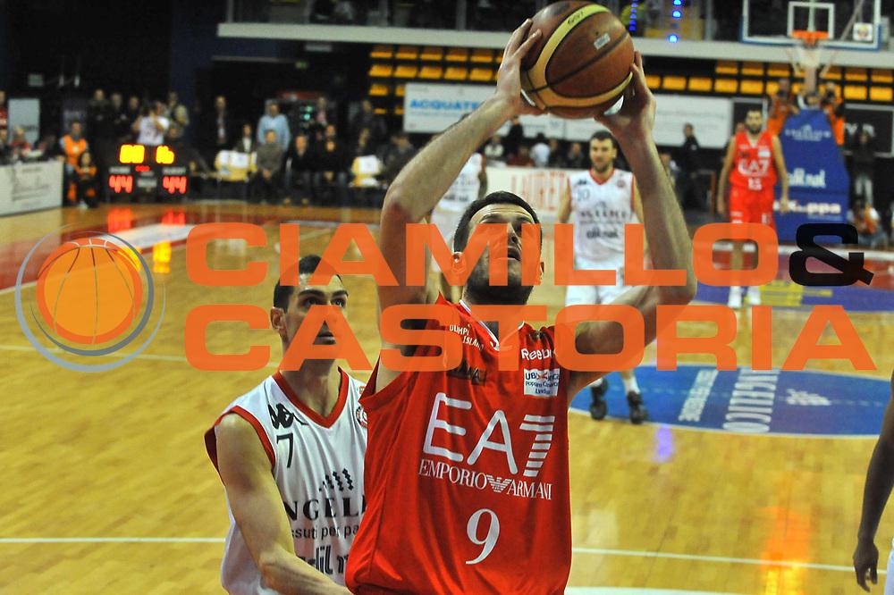 DESCRIZIONE : Biella Lega A 2011-12 Angelico Biella EA7 Emporio Armani Milano<br /> GIOCATORE : Antonis Fotsis<br /> SQUADRA :  EA7 Emporio Armani Milano<br /> EVENTO : Campionato Lega A 2011-2012 <br /> GARA : Angelico Biella  EA7 Emporio Armani Milano<br /> DATA : 15/01/2012<br /> CATEGORIA : Penetrazione Tiro<br /> SPORT : Pallacanestro <br /> AUTORE : Agenzia Ciamillo-Castoria/ L.Goria<br /> Galleria : Lega Basket A 2011-2012 <br /> Fotonotizia : Biella Lega A 2011-12  Angelico Biella EA7 Emporio Armani Milano<br /> Predefinita :