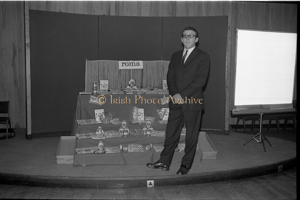 "17/09/1968<br /> 09/17/1968<br /> 17 September 1968<br /> Roma Foods launch new cookery competition at a reception in Liberty Hall, Dublin. The ""Great Pasta Recipe Competition"" was sponsored by Roma Food Products Ltd. in conjunction with Alitalia Airlines and the Italian State Tourist Office. Picture shows Dr Francesco Landuzzi, Director of The Italian State Tourist Office, Dublin, speaking at the event."