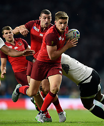 Owen Farrell of England takes on the Fiji defence - Mandatory byline: Patrick Khachfe/JMP - 07966 386802 - 18/09/2015 - RUGBY UNION - Twickenham Stadium - London, England - England v Fiji - Rugby World Cup 2015 Pool A.